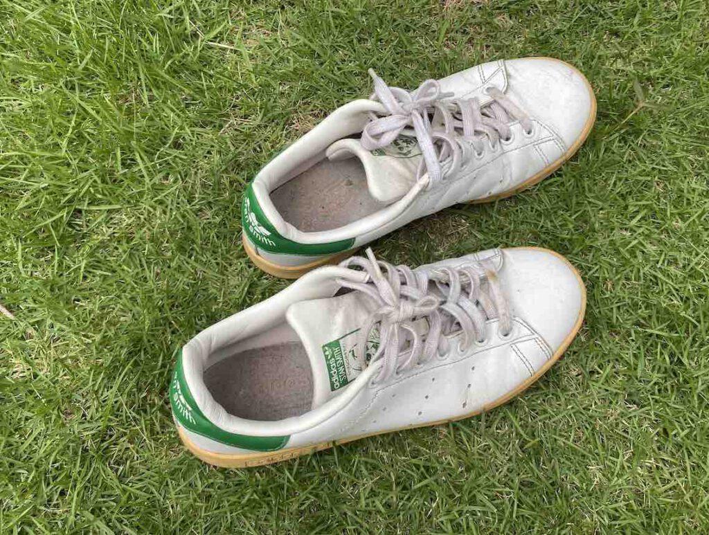 1. รองเท้า Adidas รุ่น STAN SMITH