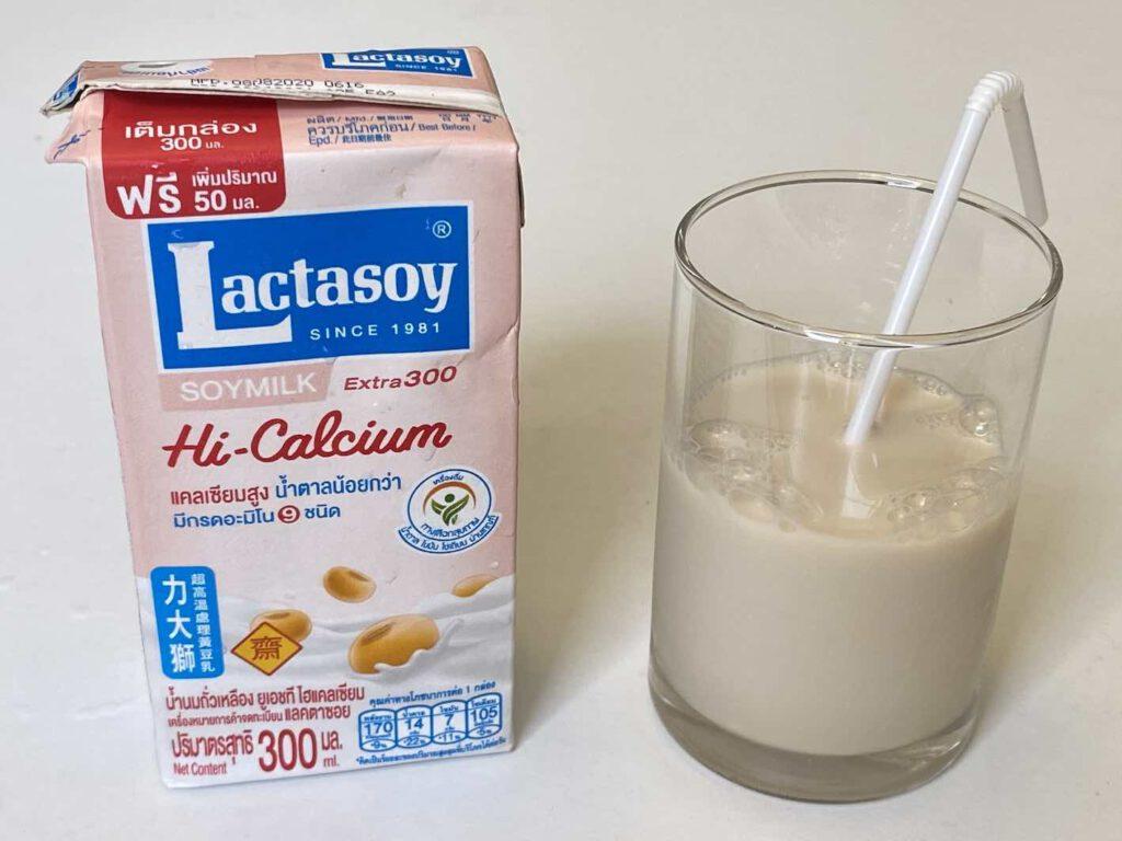 2.3 นมถั่วเหลือง Lactasoy สูตร Hi-Calcium น้ำตาลน้อย