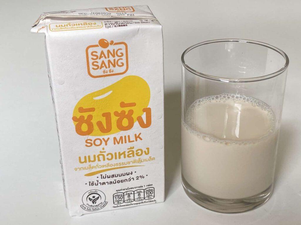 6. นมถั่วเหลือง SANGSANG ซังซัง