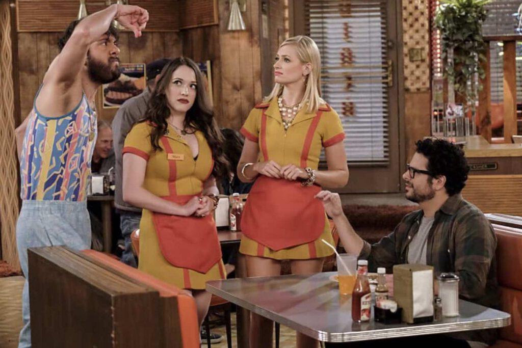 ลูกค้าไม่ใช่พระเจ้าสำหรับร้านอาหารร้านนี้ จะมารูปแบบไหน สองสาวจัดการรับมือได้หมด ภาพจาก IMDb.com