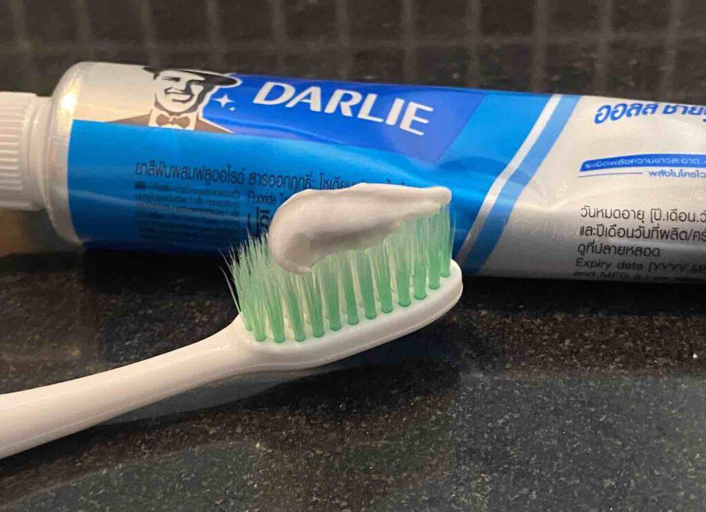 ยาสีฟันฟันขาว ยี่ห้อ DARLIE All Shiny White