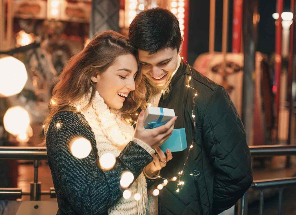 """3. อวยพรวันเกิดภาษาอังกฤษ """"แฟน / คนรัก"""" แบบไหนดี เอาแบบอ่านแล้วระทวย ยิ้มน้อยยิ้มใหญ่ตลอดทั้งวัน"""