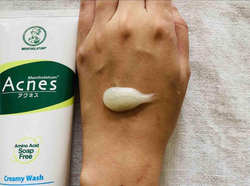 โฟมล้างหน้าลดสิว ยี่ห้อ MENTHOLATUM Acnes Creamy Wash