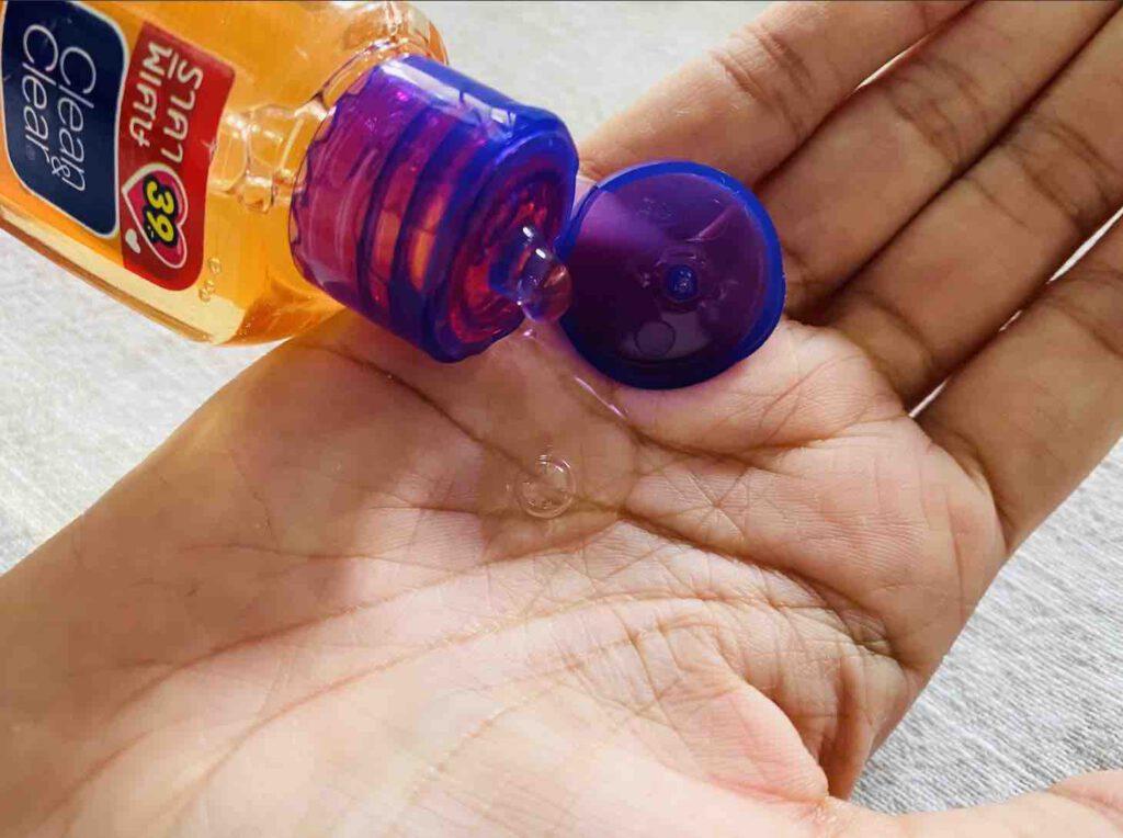 โฟมล้างหน้าลดสิว ยี่ห้อ Clean&Clear Essentials foaming facial wash