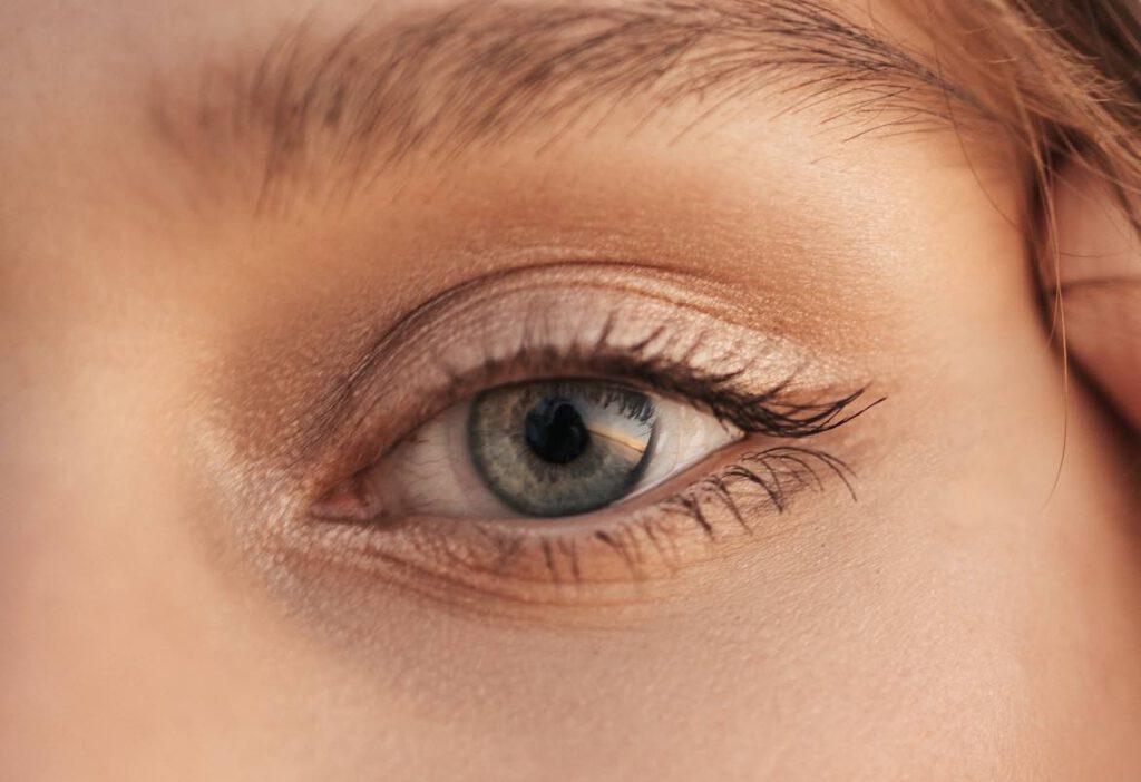 """อย่าคิดว่า """"อายครีม"""" (Eye Cream) ไม่จำเป็นนะ"""