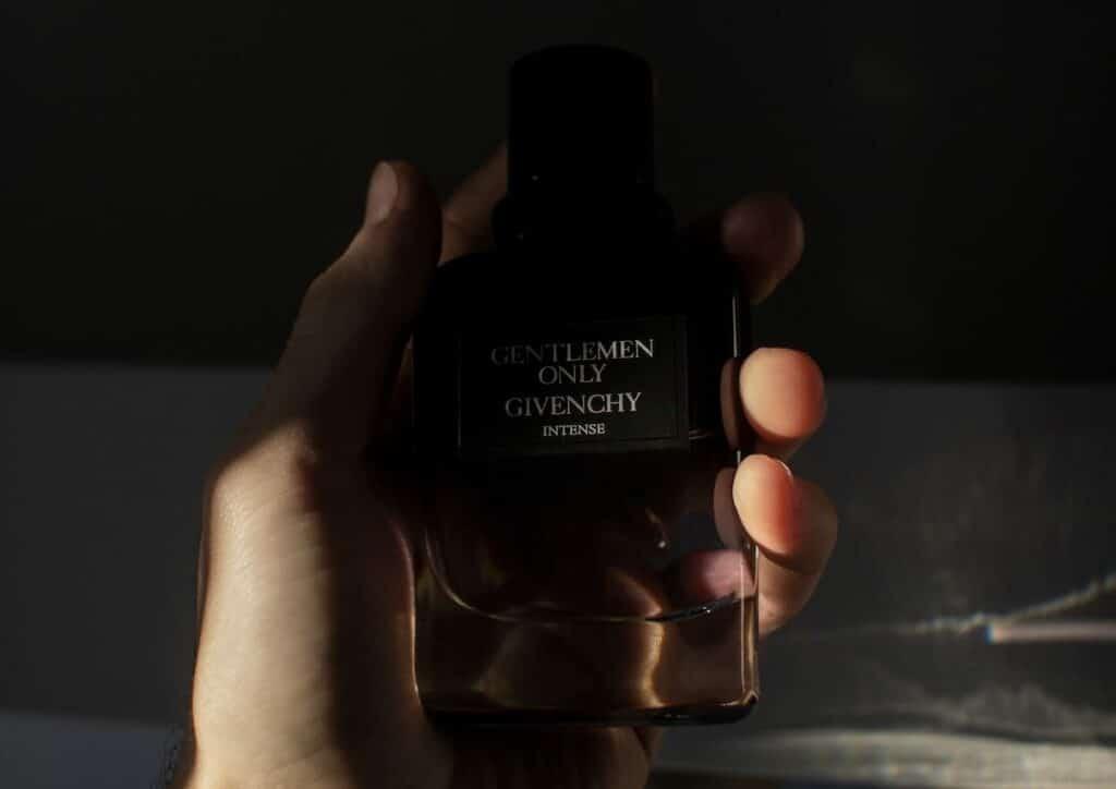 ต่อให้ขวดน้ำหอมผู้ชายสวยแค่ไหน ชอบกลิ่นมากเท่าไร แต่ถ้าผลตอบลัพธ์ไม่ดี ก็เสียของไปซะปล่าว ๆ นะคะ