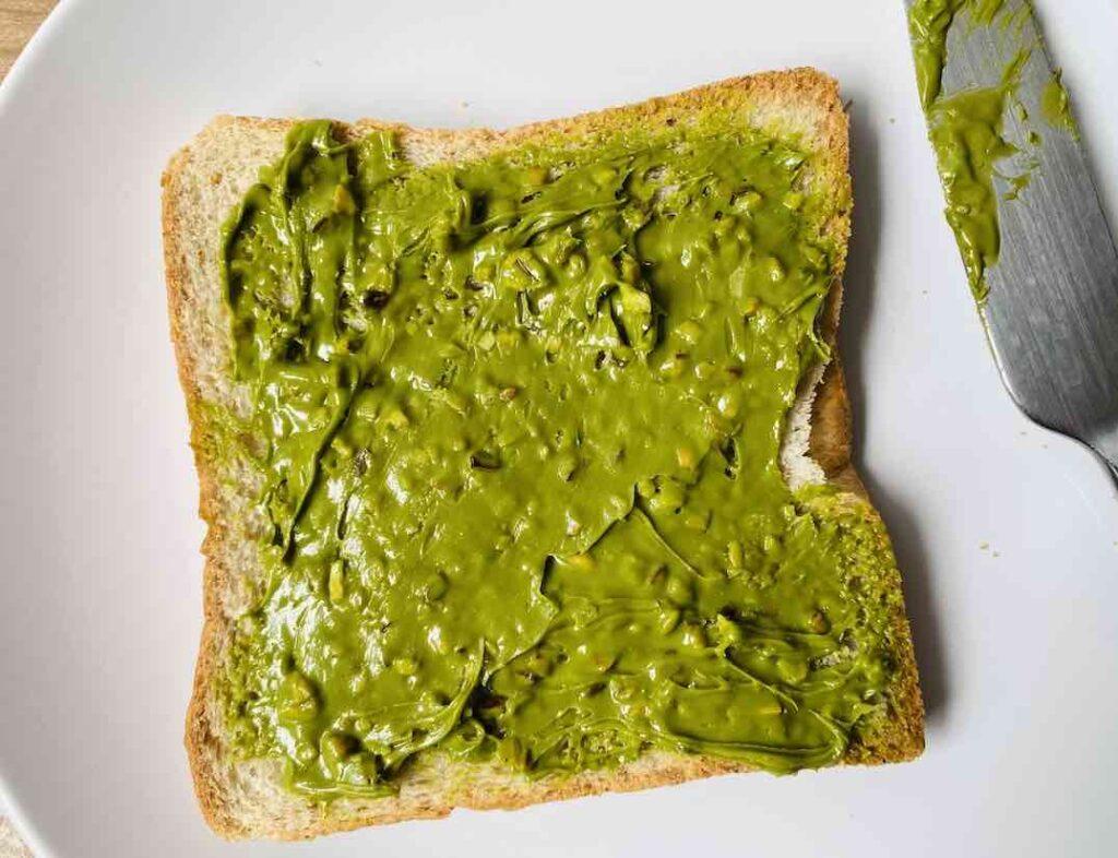 รีวิว เนยถั่ว ยี่ห้อ Green Tea Almond Spread สีเขียวอ่อนดูสวย กลิ่นหอม แต่รสหวานมากก ควรจะทานกับขนมปังเท่านั้น
