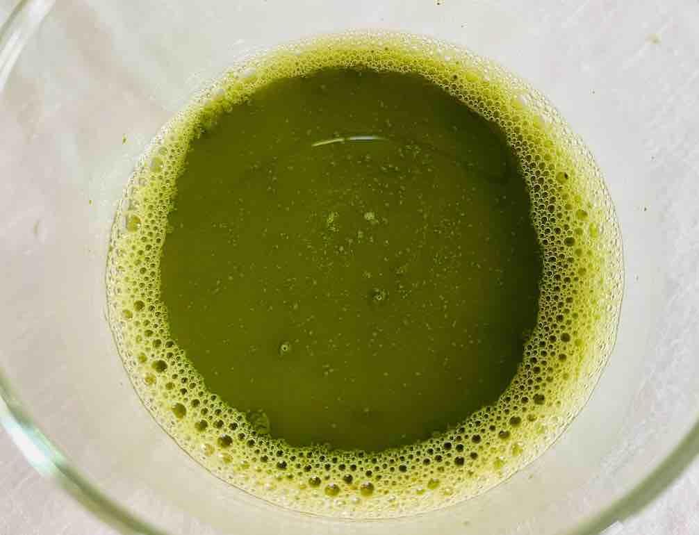 สีเขียวขี้ม้าสีแนวออกสด ๆ  สวย ๆ รสชาติมีความขมผสมกับความเปรี้ยวได้ลงตัวกว่าสูตรคลาสสิก